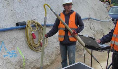 Bohrlochradar-Reflexionsmessung zum Erkunden einer Verkarstung an einem Tunnelbauwerk