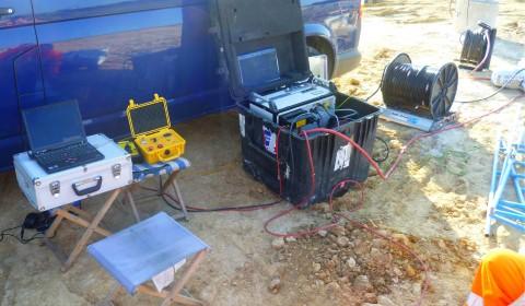 Aufbau zur seismischen Bohrlochtomographie zur Erkundung von Verkarstungsstrukturen